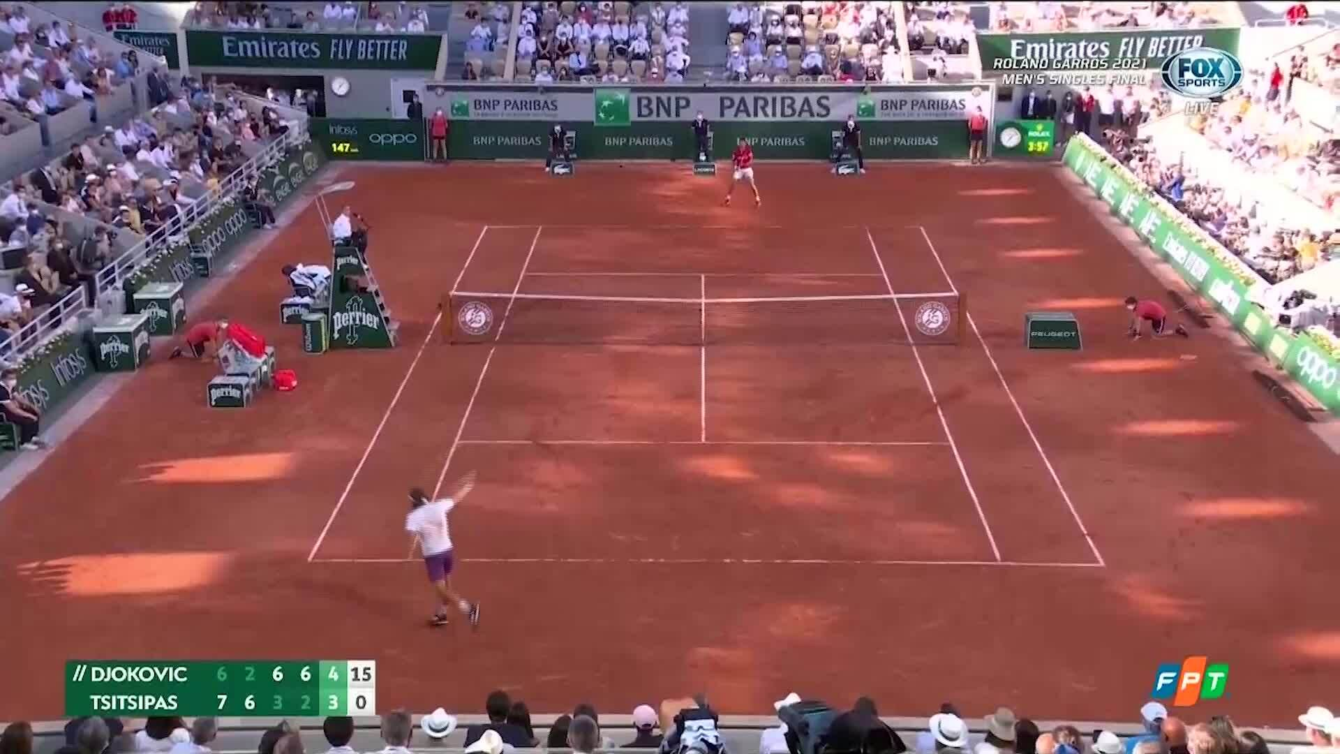 Djokovic thắng Tsitsipas sau năm set