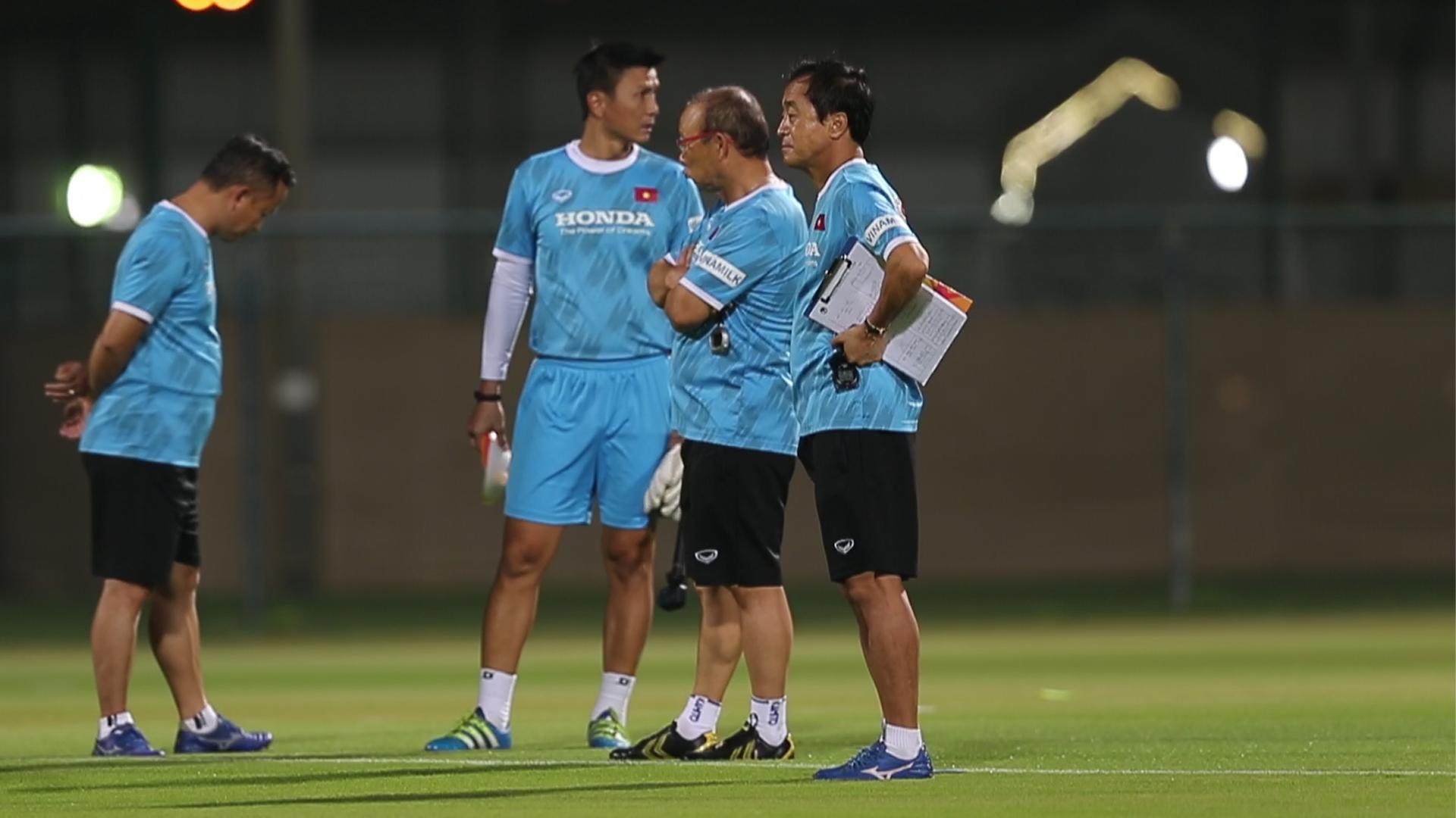 Tuyển Việt Nam tập luyện trước trận gặp UAE