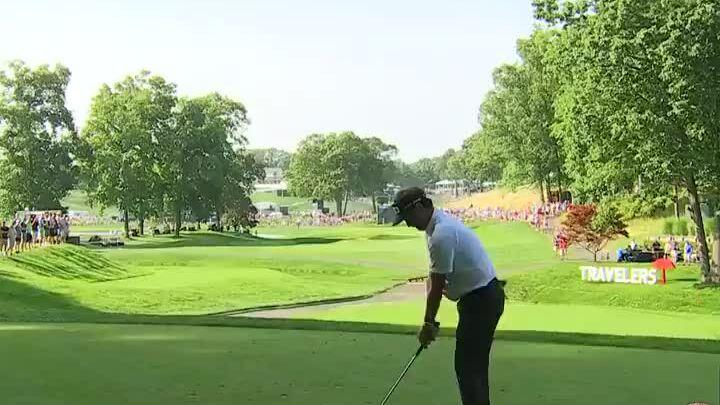 Bubba Watson memberikan bolanya di 15 hole terakhir Travelers