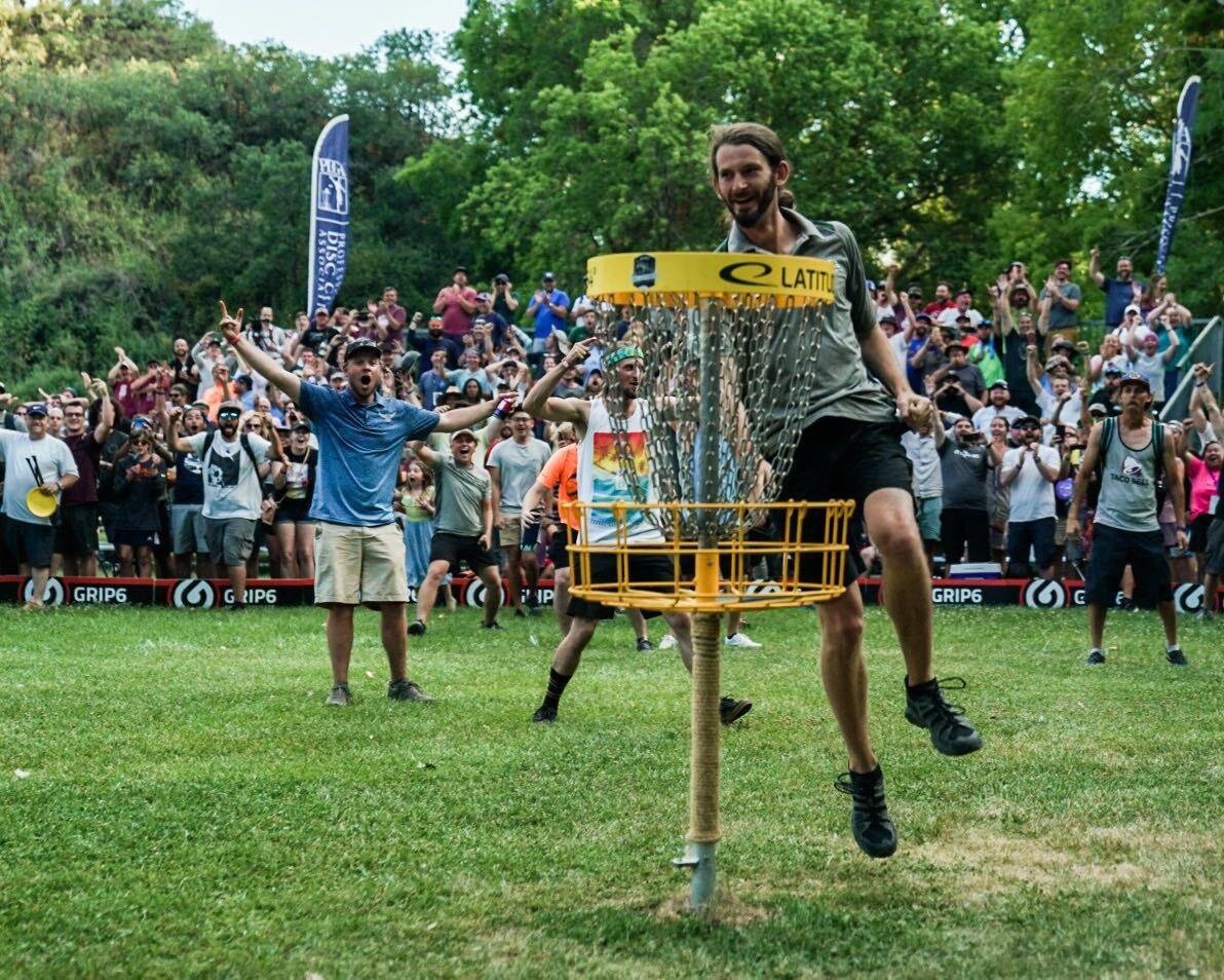 Birdie James Conrad berjarak 75,3 meter
