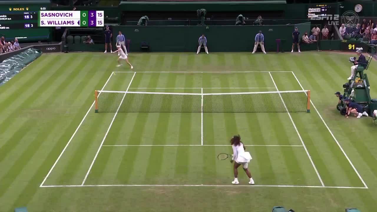 Serena khóc vì chấn thương ở vòng một Wimbledon
