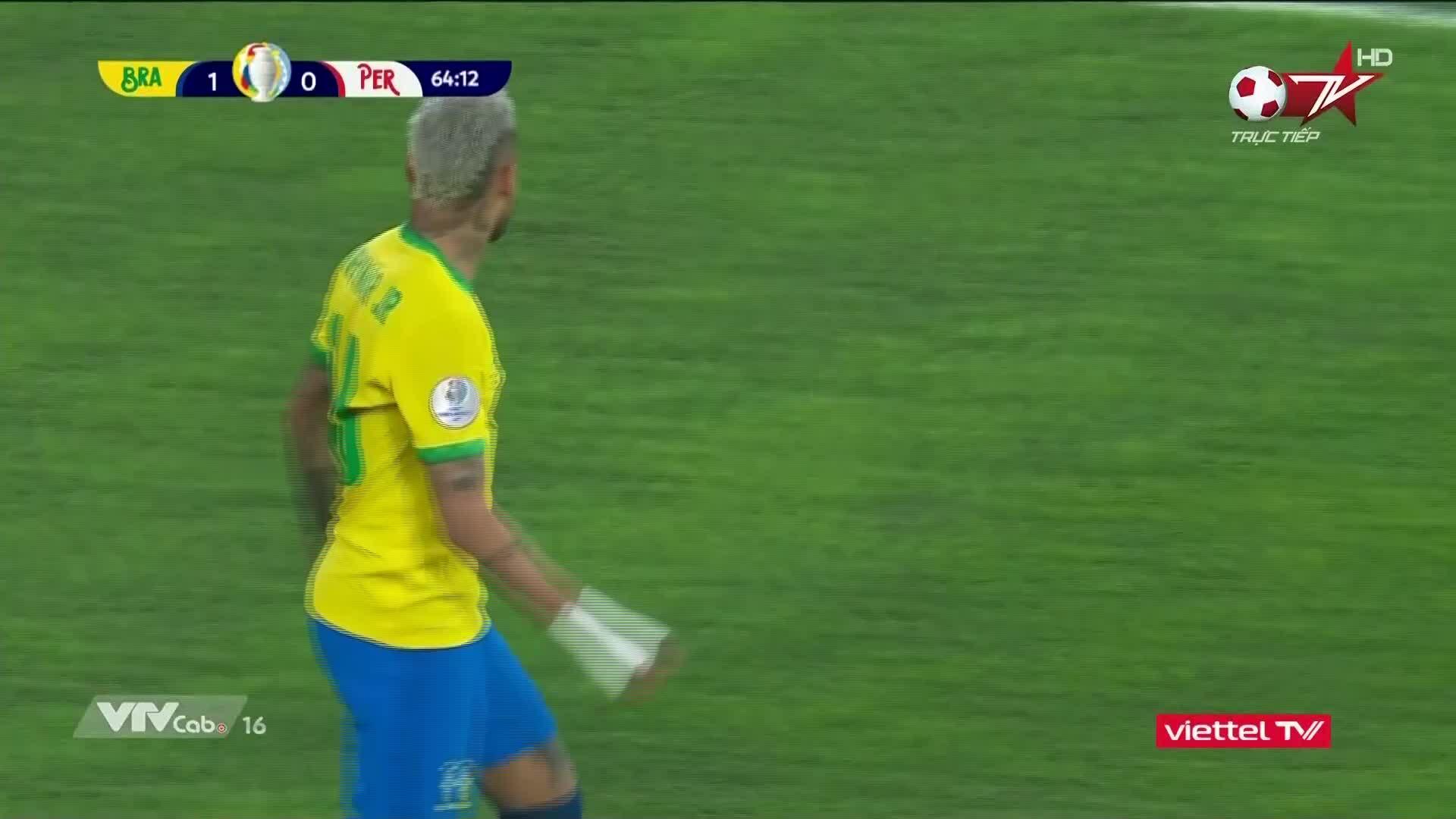 Neymar sút vọt xà