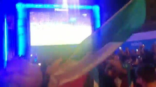 Tifosi ở quê nhà vỡ oà khi Italy thắng trong loạt luân lưu