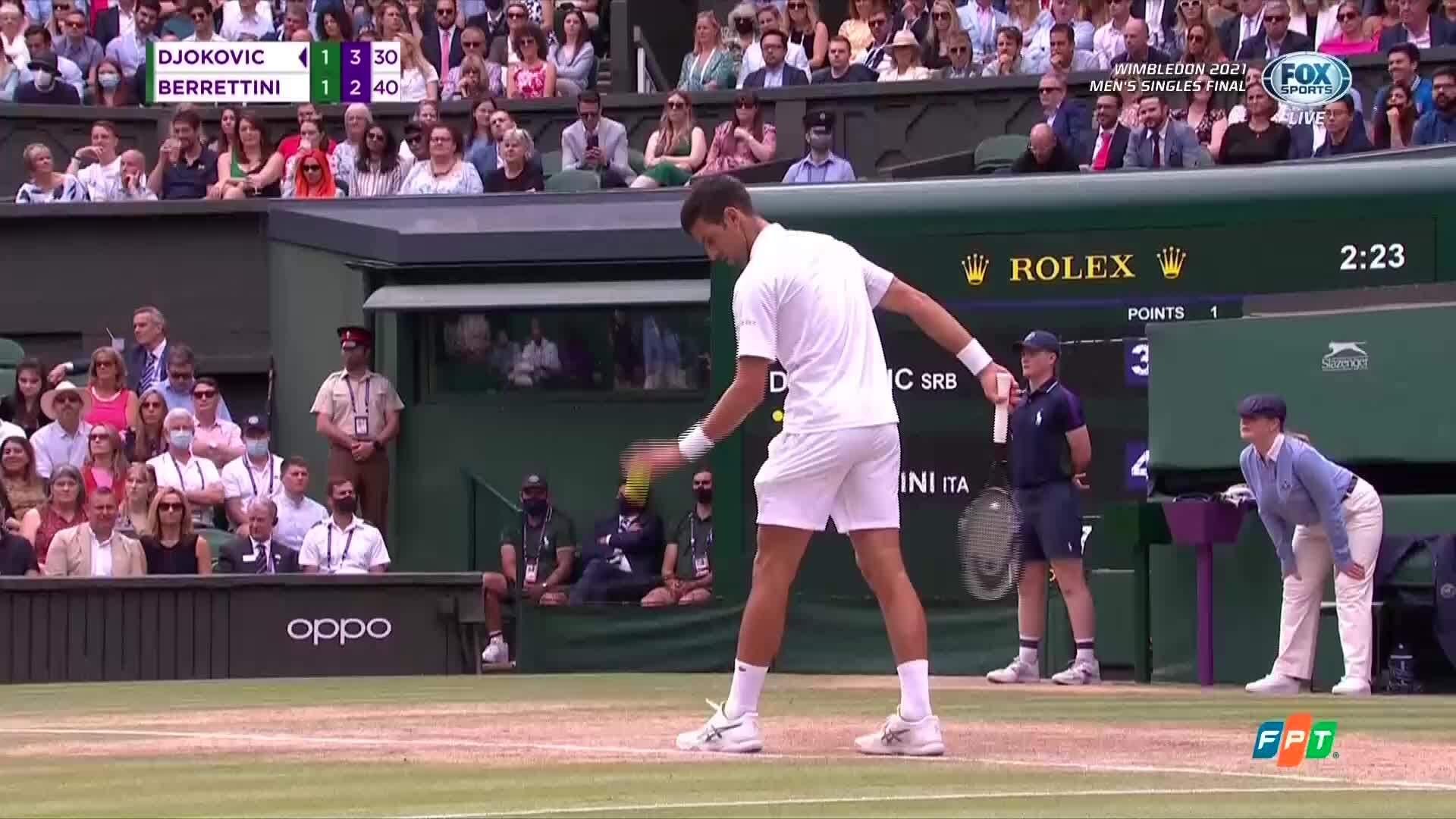 Djokovic thắng set ba 6-4