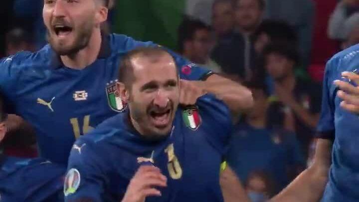Chiellini mengucapkan mantra yang menyebabkan Saka gagal dalam adu penalti