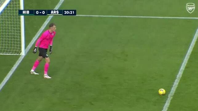 Thủ môn Arsenal mắc sai lầm nghiêm trọng