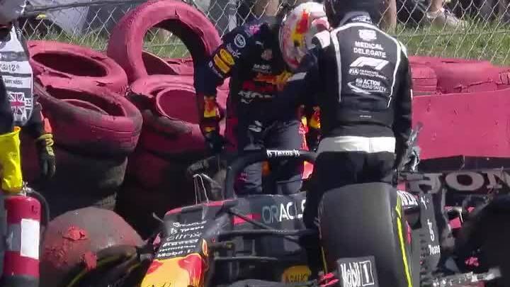 Tabrakan Hamilton vs Verstappen di Silverstone