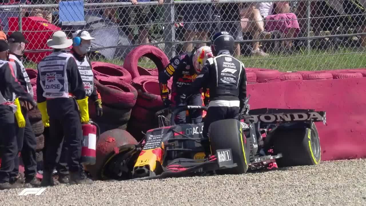 Va chạm giữa Hamilton với Verstappen tại Silverstone