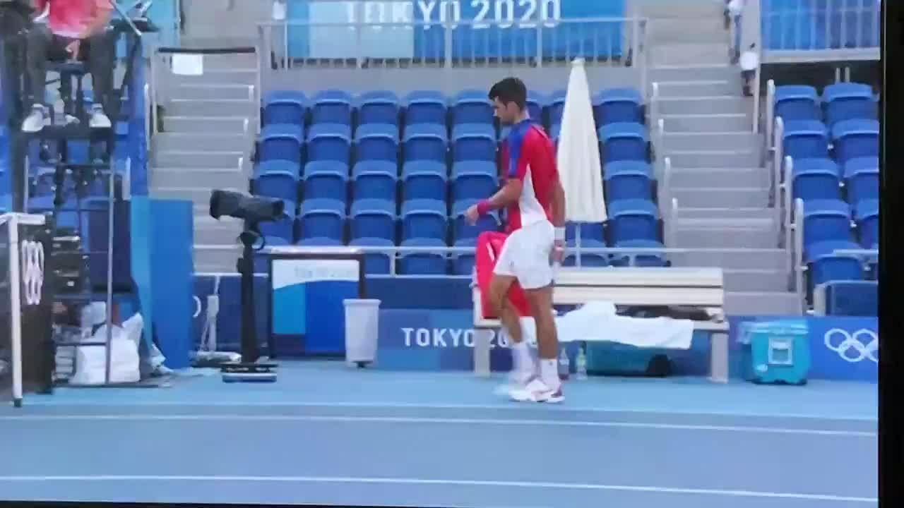 Djokovic trắng tay ở Olympic Tokyo
