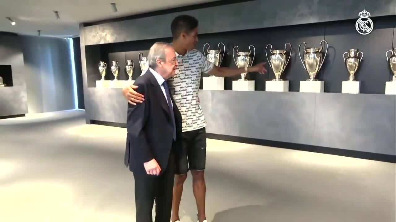 Varane mengucapkan selamat tinggal pada Real Madrid