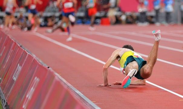 VĐV điền kinh Australia gục ngã trên đường chạy 10.000m