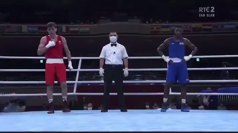Võ sĩ boxing bỏ Olympic vì chấn thương khi ăn mừng