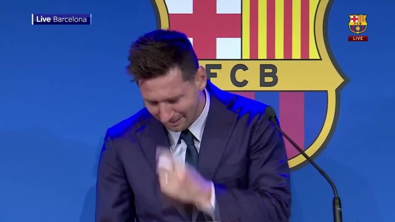 Messi khóc trong họp báo chia tay Barca