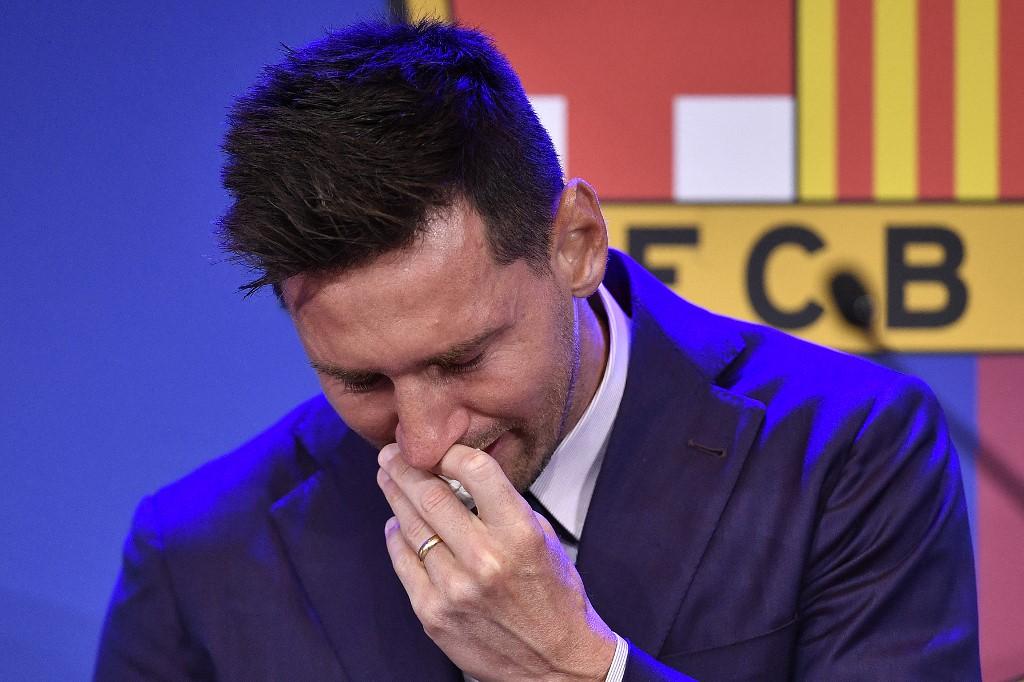 Messi họp báo chia tay Barca