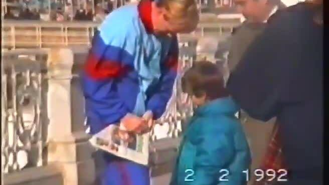 Pique xin chữ ký Koeman 1992