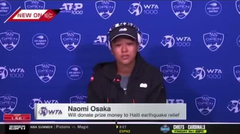 Osaka khóc trong họp báo