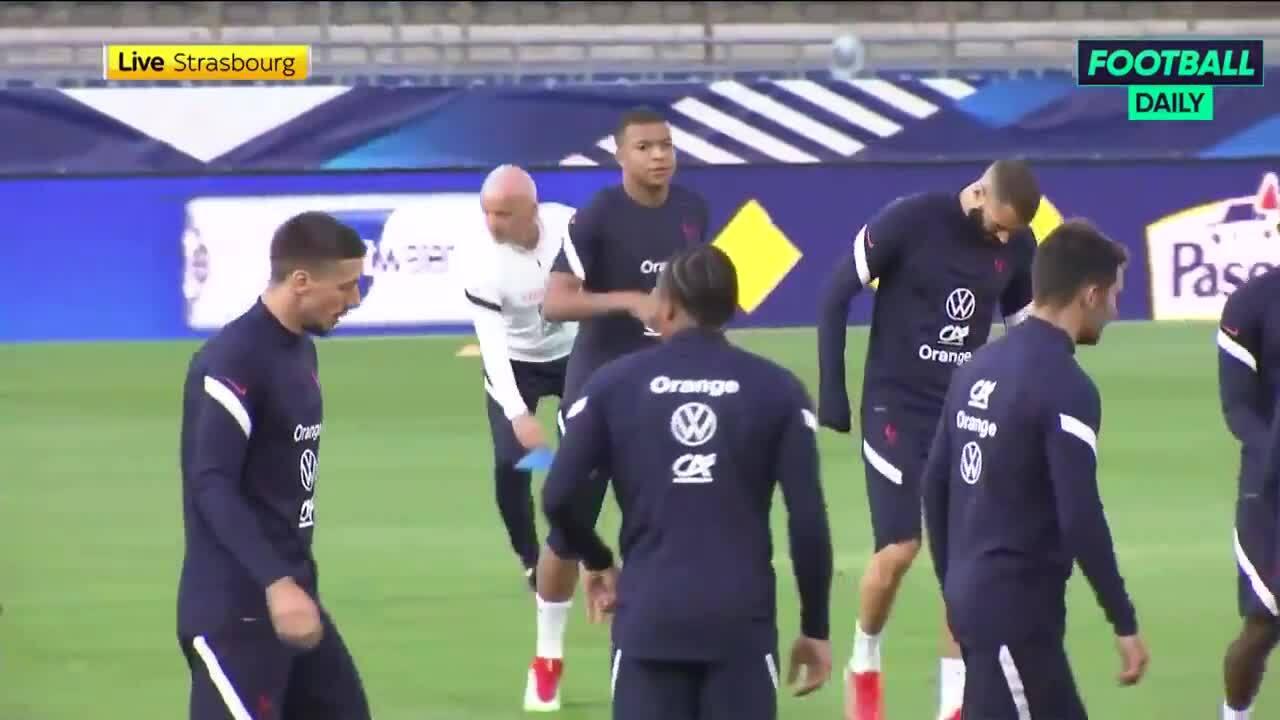 Mbappe kém vui khi tập cùng tuyển Pháp vì không được sang Real