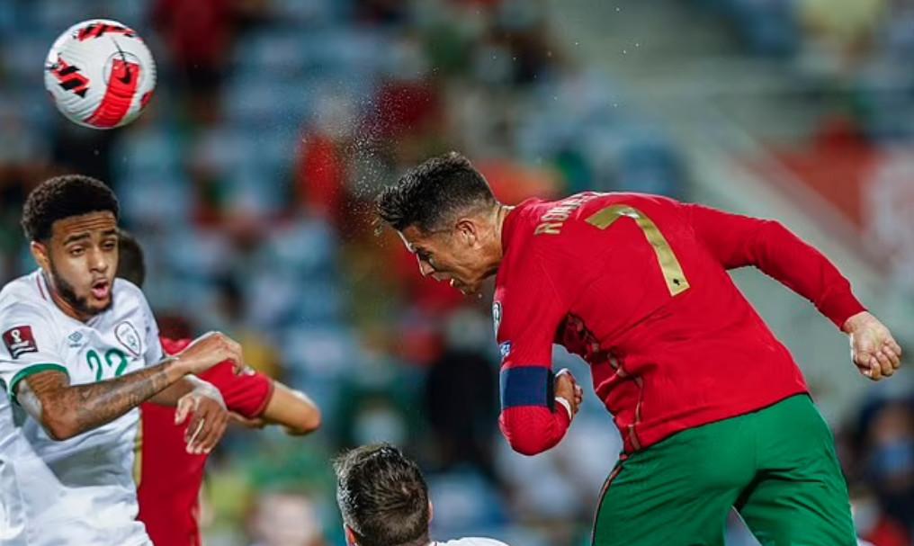 Cú đúp bằng đầu của Ronaldo