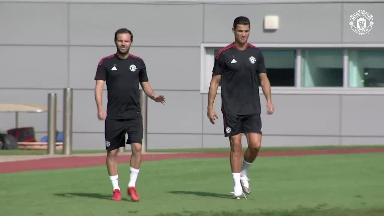 Ronaldo tập buổi đầu cùng Man Utd