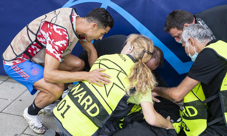 Ronaldo hỏi thăm nữ nhân viên an ninh bị sút trúng đầu