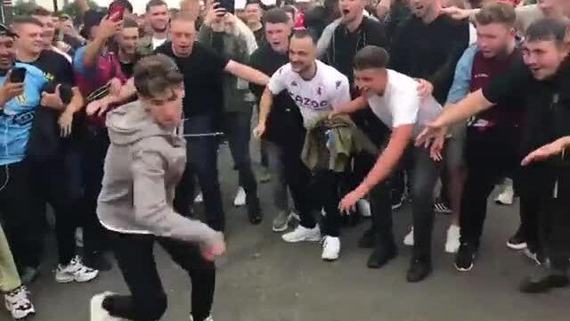 CĐV Aston Villa giễu cách mừng bàn thắng của Ronaldo