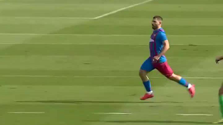 Aguero ghi bàn đầu tiên trong màu áo Barca