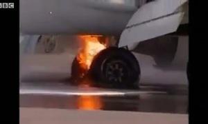 Máy bay bốc cháy khi vừa hạ cánh