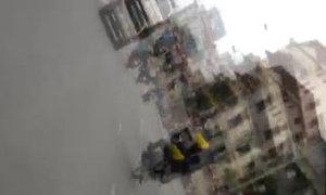 Nam sinh lạng lách, bốc đầu xe máy giữa phố đông
