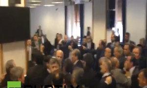Nghị sĩ Thổ Nhĩ Kỳ ẩu đả giữa cuộc họp