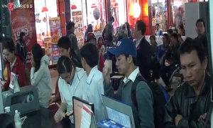 Hàng trăm người kéo về ga Sài Gòn đòi trả vé
