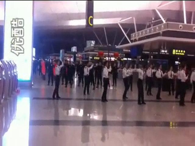 Nhân viên sân bay Trung Quốc nhảy flashmob