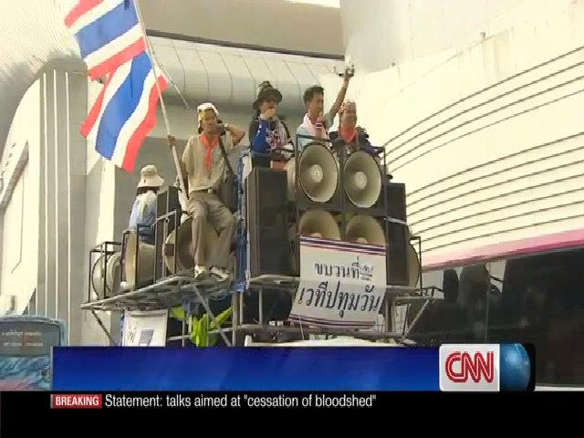 Người biểu tình lái 200 ô tô truy lùng Yingluck