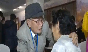 Cuộc đoàn tụ thân nhân Hàn Triều đẫm nước mắt
