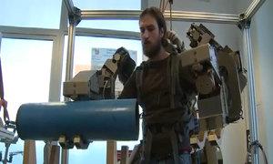 Áo robot nâng vật nặng 100 kg