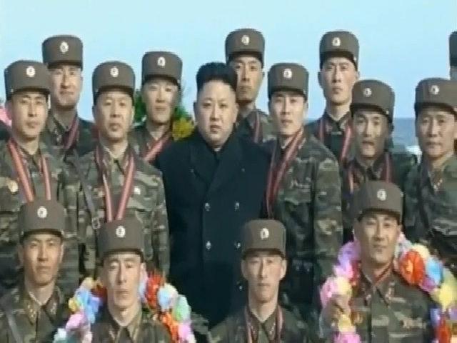 Kim Jong-un xem binh sĩ tranh tài bắn súng