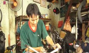 Mua phế liệu, lắp ráp xe đạp tặng học sinh nghèo