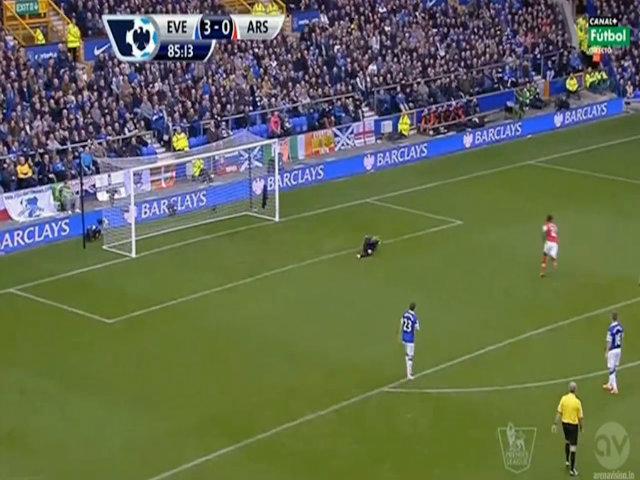 Xà ngang cứu thua cho Everton