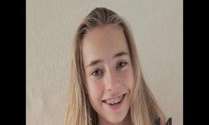 Cha làm video tái hiện 14 năm con gái lớn khôn