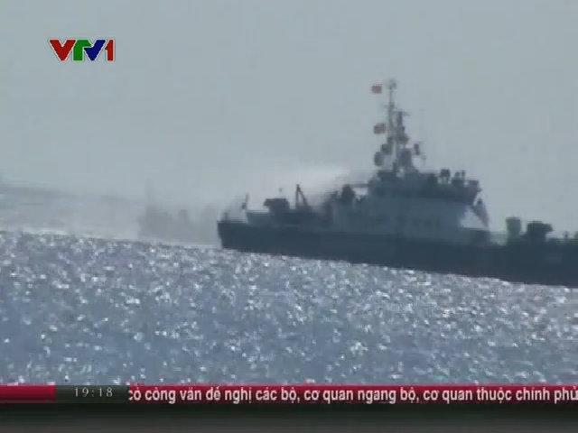 Tàu Trung Quốc tiếp tục tấn công bằng vòi rồng vào tàu Việt Nam