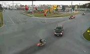 Scooter lao thẳng vào ôtô