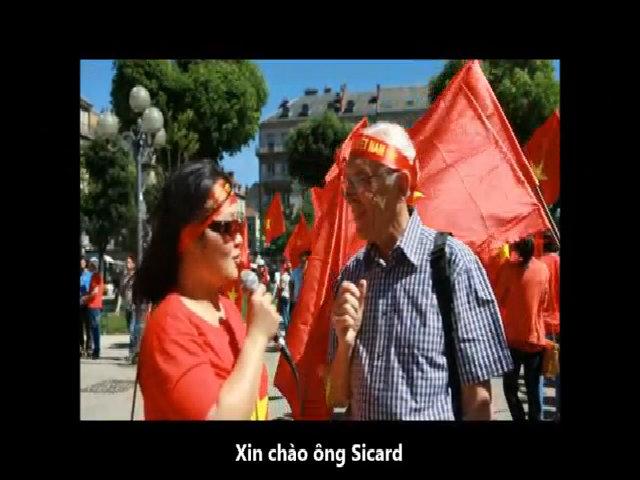 Bạn bè quốc tế xuống đường ủng hộ Việt Nam