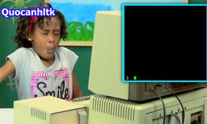 Phản ứng của trẻ em với chiếc máy tính cổ lỗ sĩ