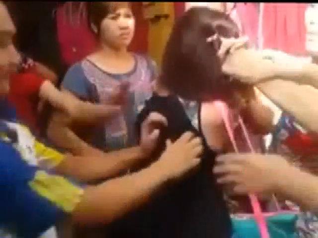 Bị cắt tóc giữa chợ vì được cho là ăn trộm điện thoại