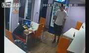 Chủ quán ngủ quên bị trộm khoắng sạch tiền