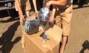 Bên trong thùng xe cứu trợ của Nga dành cho Ukraine
