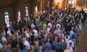 900 người tưởng niệm nhà báo bị chặt đầu