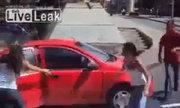 Chặn xe đánh ghen với tình địch giữa phố