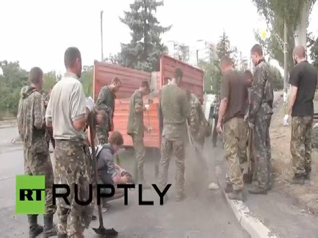 Lính Ukraine bị phe ly khai bắt lao động công ích