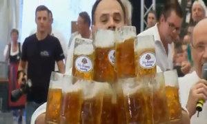 Bê 27 cốc bia cùng lúc, lập kỷ lục thế giới