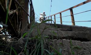 Đường dẫn lên cầu dốc nhất Hà Nội